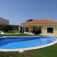 Property of the week: CARVOEIRO – 2-bedroom villa + 1-bed-annexe with pool on a double plot