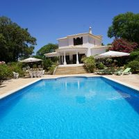 Property of the week: CARVOEIRO – Luxury 3-bed villa in peaceful and secluded gardens