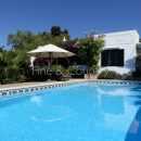 Property of the week: CARVOEIRO – Charming 2-bed villa with pool – walking distance to the center
