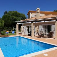 Property of the week: CARVOEIRO – Attractive 3-bed villa with pool on GRAMACHO GOLF