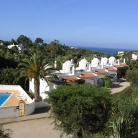 Property of the week: CARVOEIRO – 2-bed townhouse with ocean views