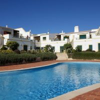 Property of the week: CARVOEIRO – Spacious 3-bed town house with golf and ocean views