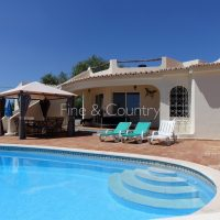 Property of the week – CARVOEIRO: Attractive 3-bedroom villa with pool
