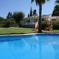 Property of the week: CARVOEIRO – Attractive 3-bedroom villa with pool and nicely landscaped gardens