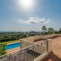 Property of the week: CARVOEIRO/ FERRAGUDO – Superb 3+1-bedroom villa with pool and panoramic sea views