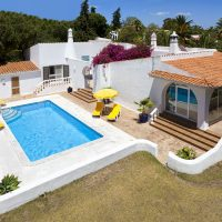 Property of the week: CARVOEIRO CLUBE – Traditional 3-bed villa with pool and sea views