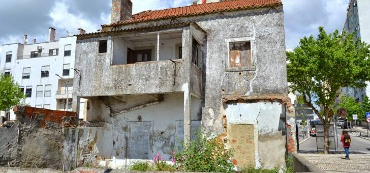 Landlords of empty buildings be warned: the government wants to impound them!