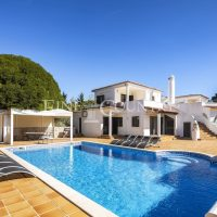 Property of the week: CARVOEIRO – Traditional 5-bed villa with heated pool and sea views