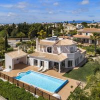 Property of the week: CARVOEIRO – Immaculate 4-Bed Villa with heated Pool and Sea Views