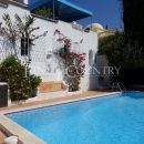 Property of the week: CARVOEIRO – Spacious 3-bed villa with heated pool, large basement and sea views