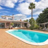 Property of the week: CARVOEIRO – Impressive 4-Bedroom Villa with Pool and large Terraces