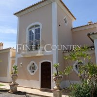 Property of the week: CARVOEIRO – 4-Bedroom villa with private swimming pool