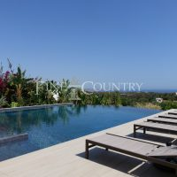 Property of the week: CARVOEIRO – Superb 4-bed villa with heated pool and stunning sea views